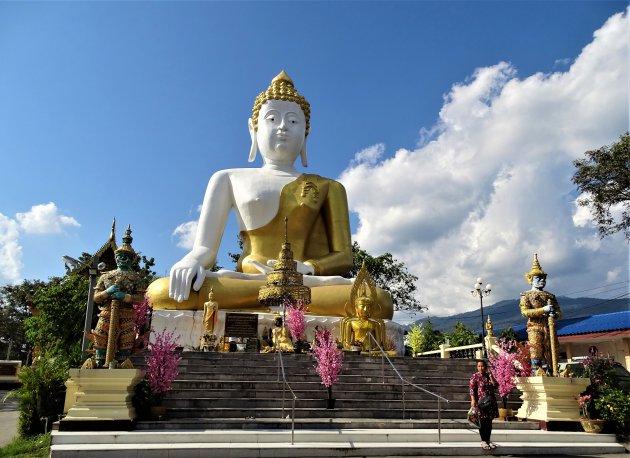 Big Boeddha op Doi Kham.