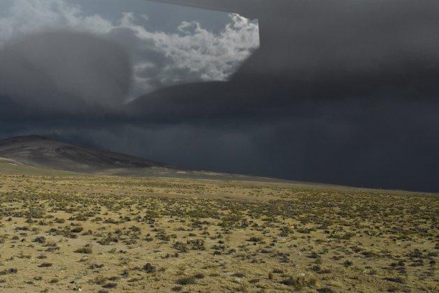 Donkere luchten boven de Alto Plano