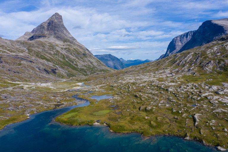 Hoofdfoto bij reisverhaal 'Fietsen en wandelen door de ruige Noorse natuur'