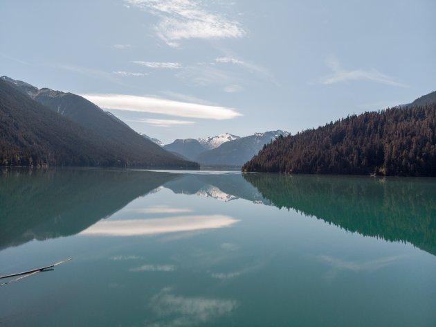 Reflecties bij Cheakamus Lake