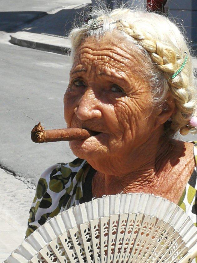 Cubaanse met sigaar