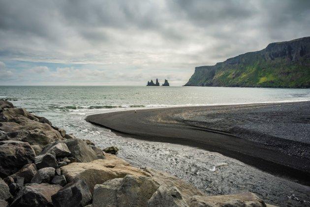 Mistery Rock in Sea, Vik Ijsland