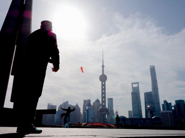 Vliegeren in de vroege Chinese morgen