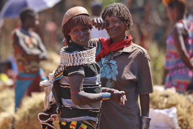 Bana vrouwen op de markt in Key Afar