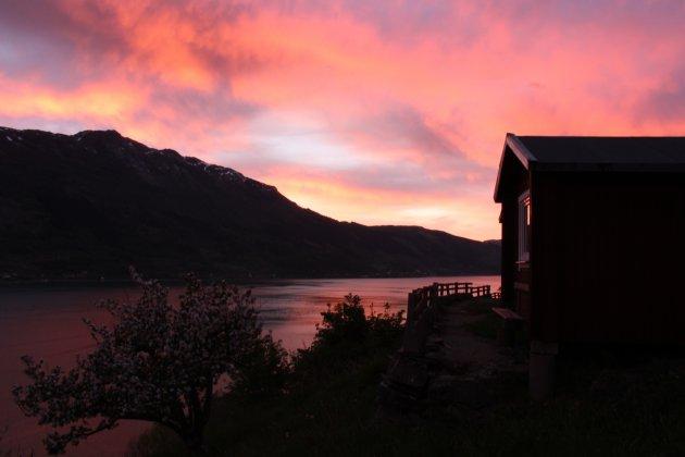 Zonsondergang Hardangerfjord