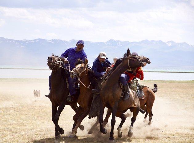 Polo met een dode geit in Kirgizië