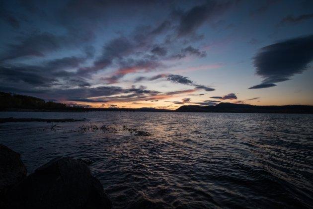 Sunset in het lake district van British Columbia