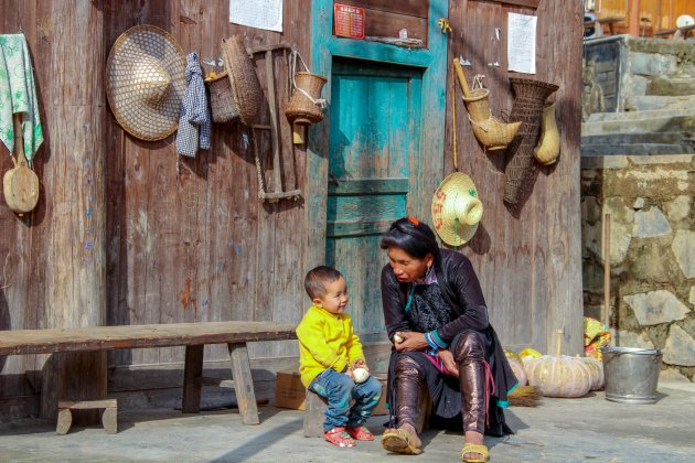 Onderonsje in een Dong dorp