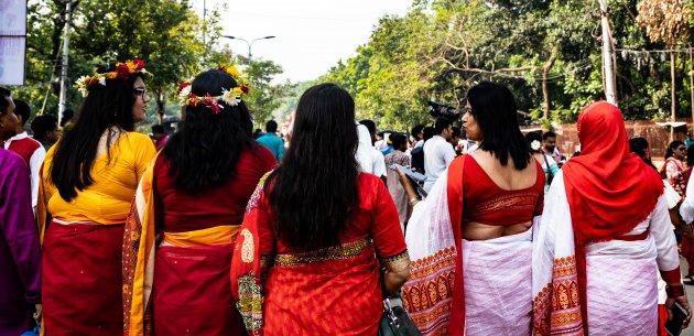 Vriendinnen op pad tijdens het Bengaals Nieuwjaar