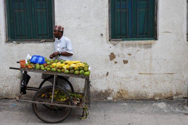 Straatverkoper in Stone Town, Zanzibar