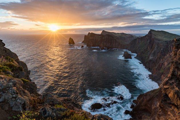 Zonsopgang aan de oostkust van Madeira