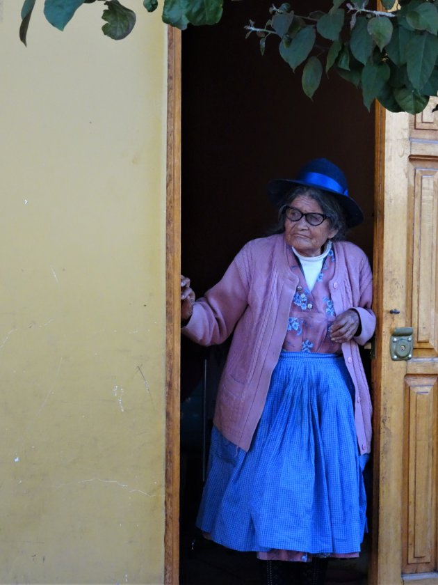Vrouw in Ollantaytambo