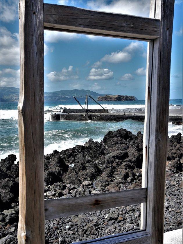 Havenpier en zicht op Faial vanuit Pico eiland