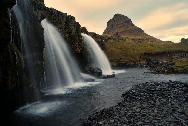 De beroemde Kirkjufell in IJsland vanuit een ander perspectief