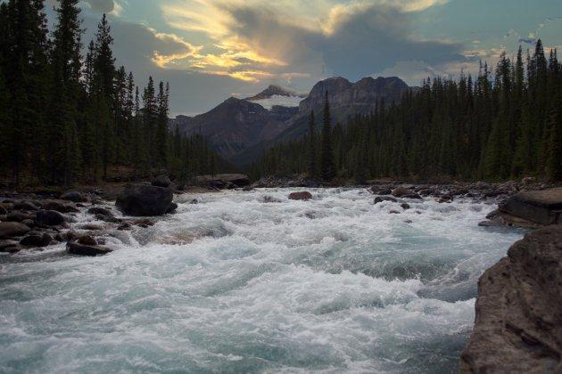 Woest stromend wild water