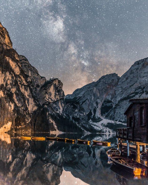 Lago di Braies bij nacht