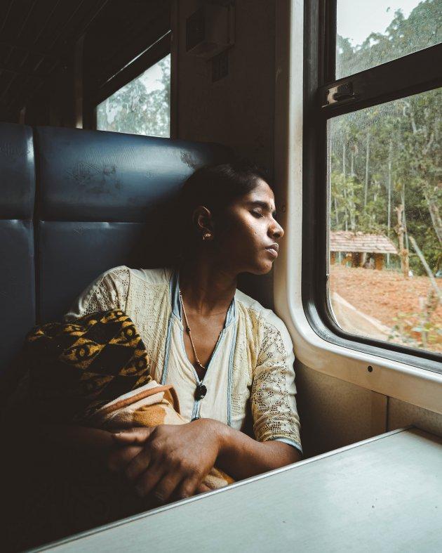 De befaamde Ella to Kandy treinreis is zo authentiek als het maar kan.