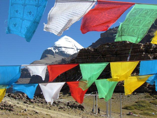 vlaggenmasten bij Mt. Kailash