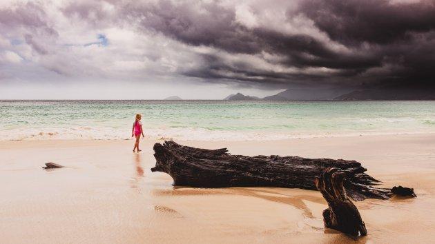 Donkere wolken boven het paradijs