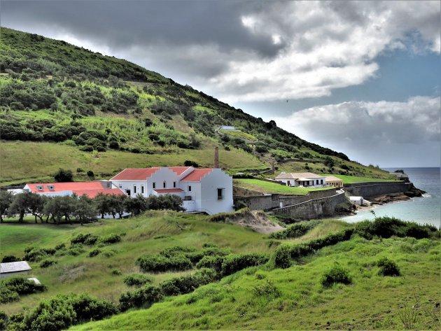 Walvisfabriek bij Porto Pim