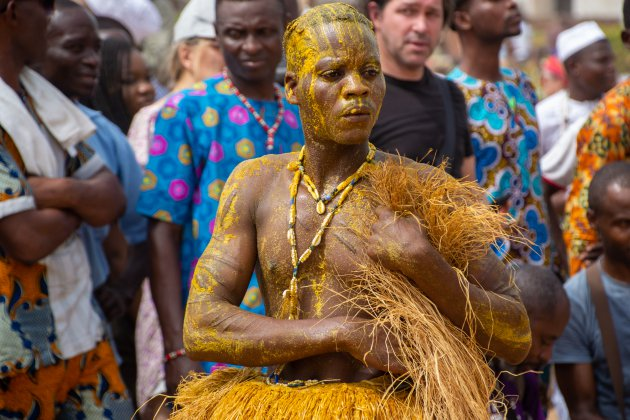 Dansers, geel van de palmolie