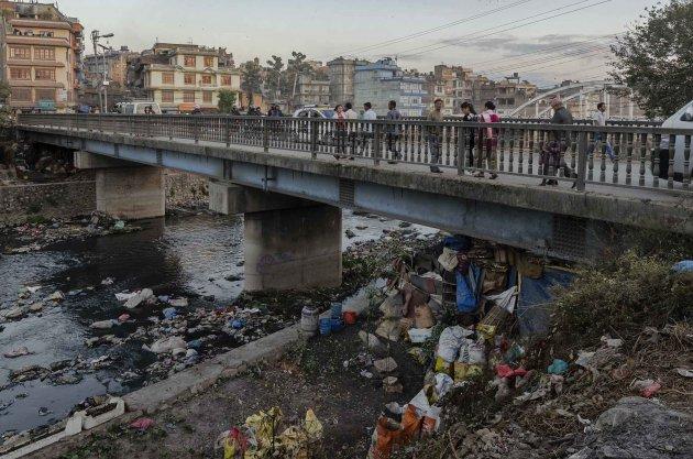 Rivieren in nepal zijn mooi, zolang je bovenstrooms zit van steden. Met een uitzondering, heilige plekken in rivieren (Bhagmati) kunnen ook sterk verontreinigd zijn, maar zijn interessant door de rituelen die er plaats vinden.
