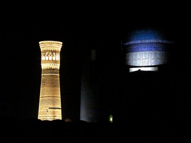 uitgelichte minaret en moskee.