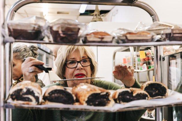 Vers gebak op de Carmel Markt