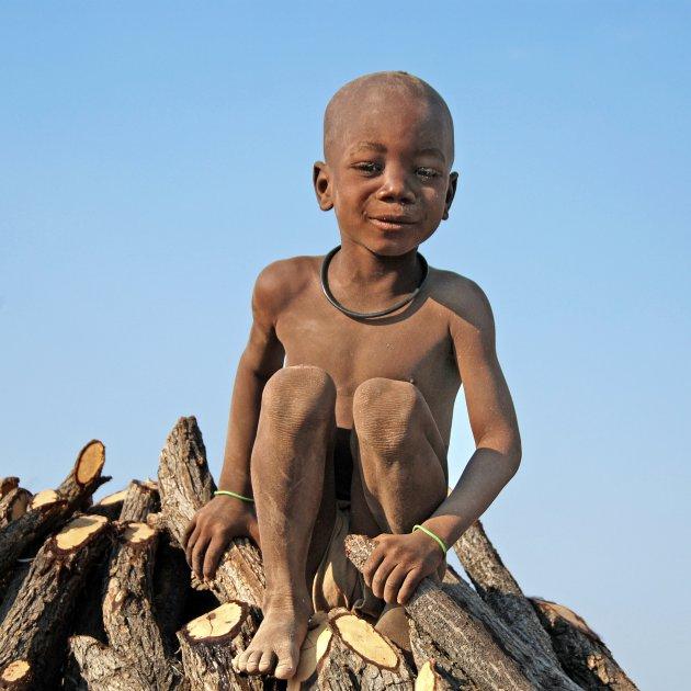 Spelen met de Himbakinderen