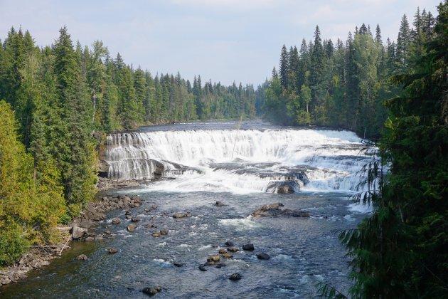 Een bulderende waterval