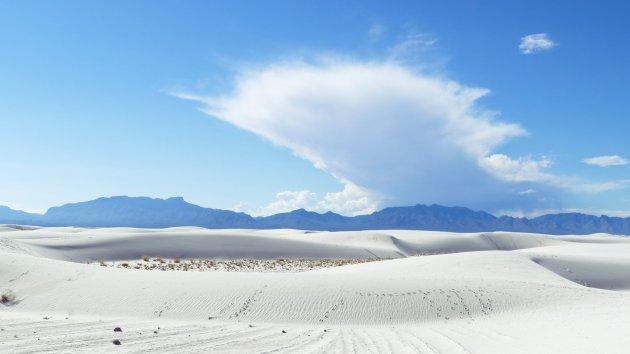 een wolk boven de White Sands NP