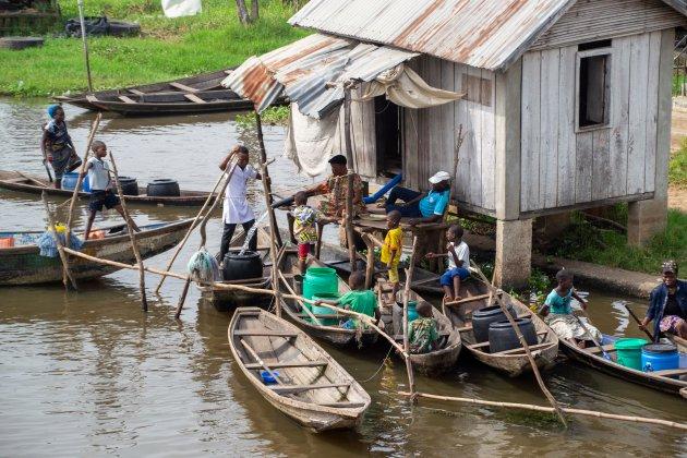 Water tappen in Ganvié