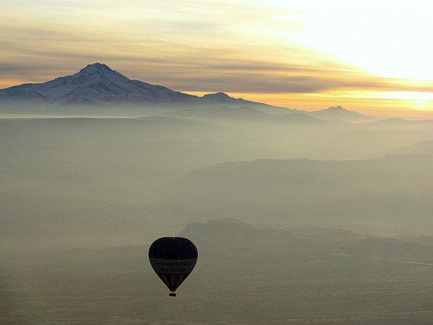 Ballonvaart boven sprookjeslandschap