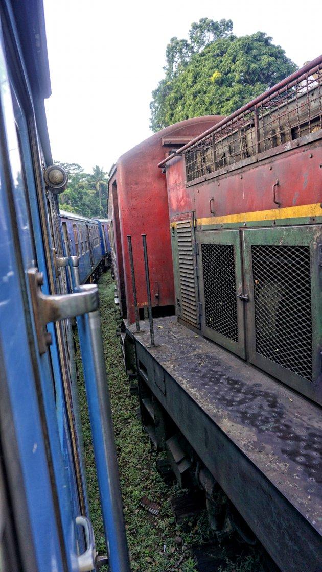 passerende trein in Sri Lanka