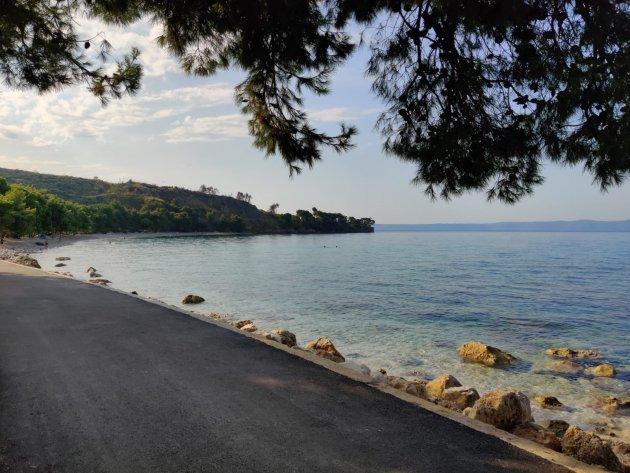Aan het einde van de wandel promenade in Kroatië Tučepi