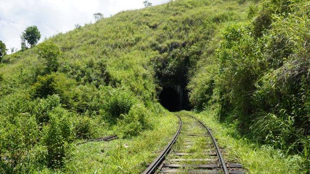 De tunnel in...