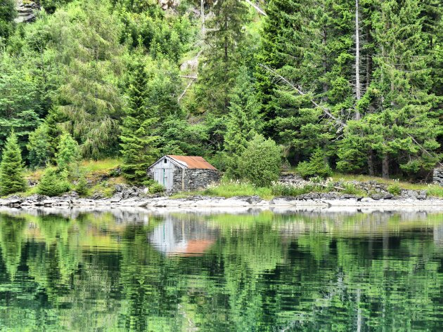 Het kleine huisje aan het water.