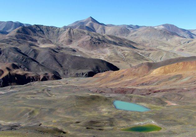 kleurige meertjes en landschap