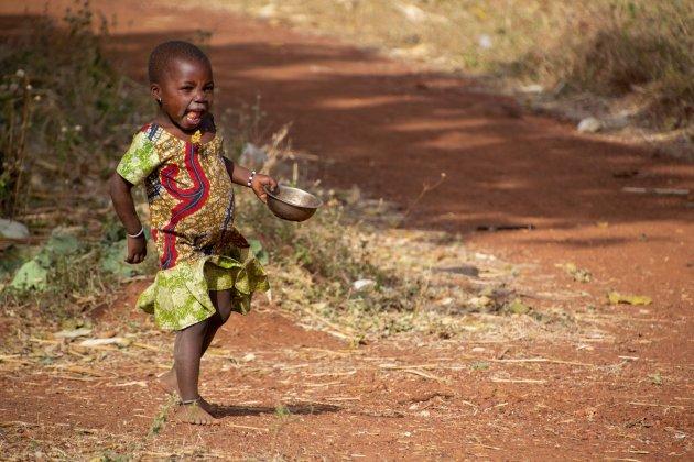 Vrolijk kind in Somba dorp