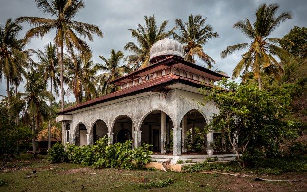 Verlaten moskee op Gili Asahan