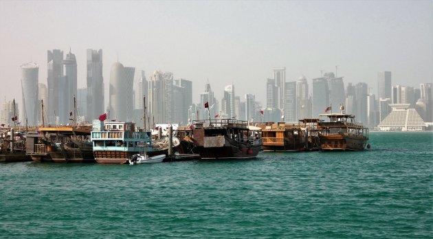 Wandel over de Corniche, de boulevard van Doha