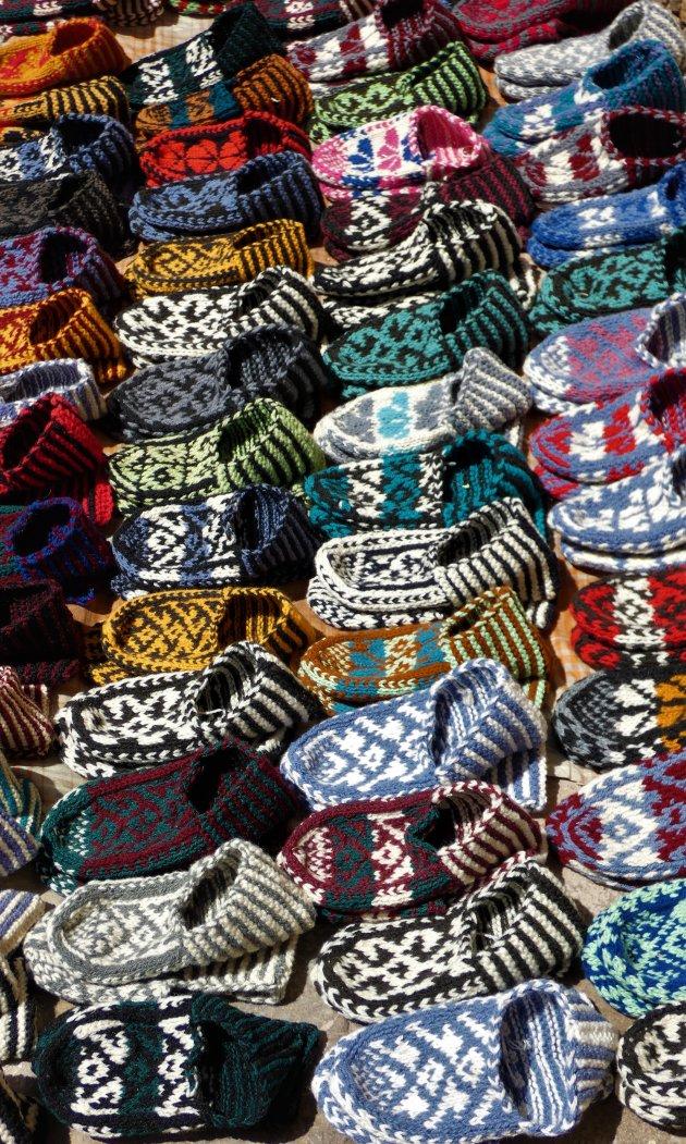 Handgemaakte kleurrijke slofjes