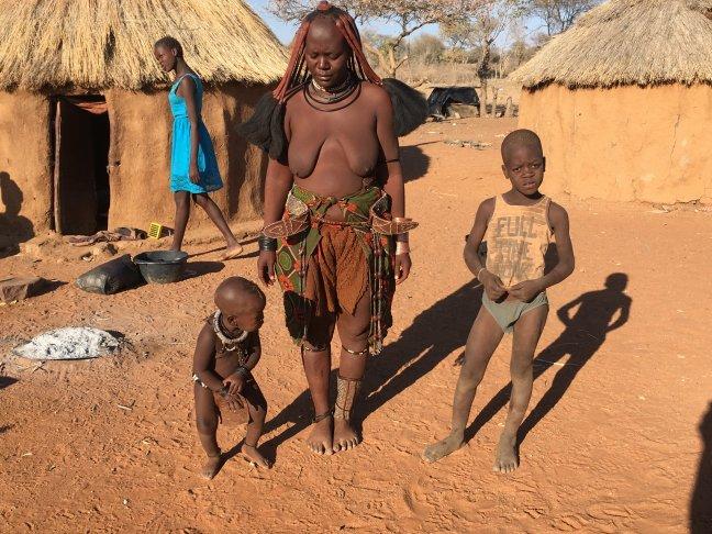 Moderne tijd doet intrede bij Himba's