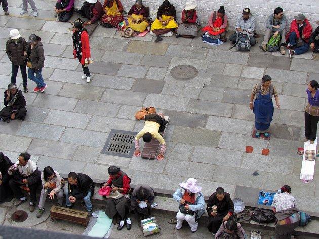Pelgrims voor de Jokhang