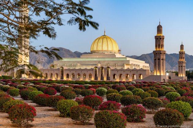 De Sultan Qaboos Moskee tijdens het blauwe uur