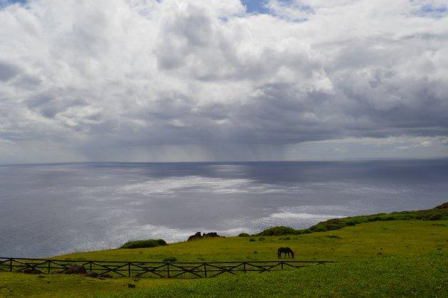 Regenbui is het enige zichtbare aan de horizon