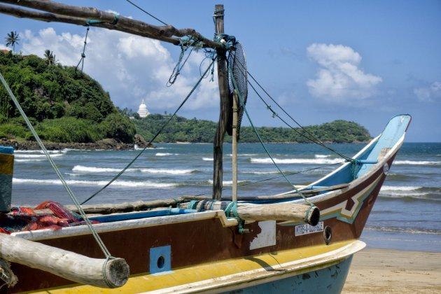 Visserboot wachtend op vissers