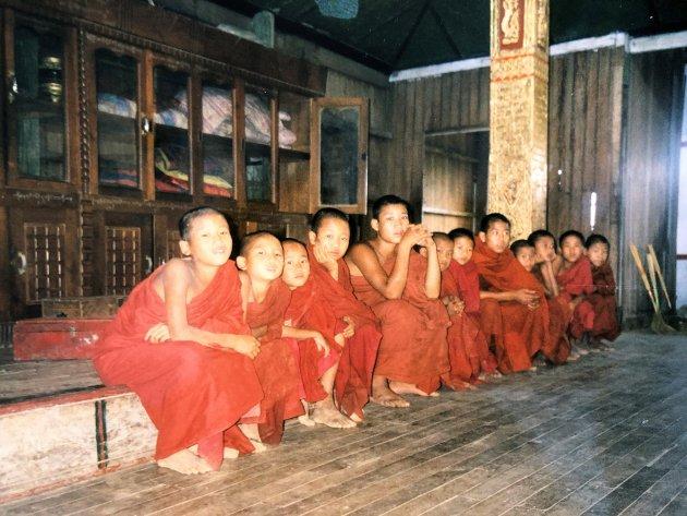 Weg van de massa in Birma
