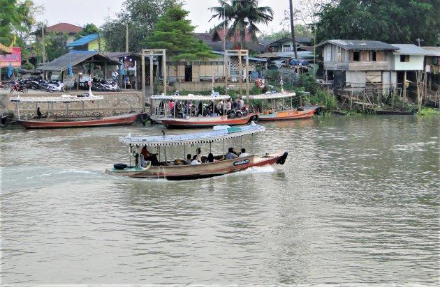 Veerpontjes in Ayutthaya