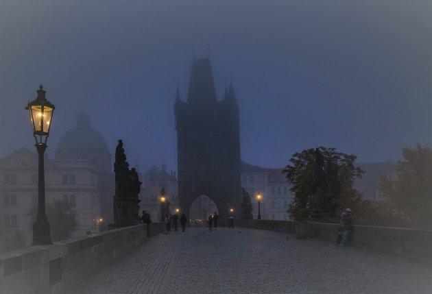Praag in het ochtendgloren